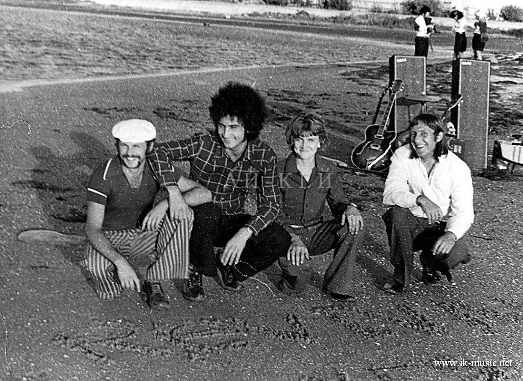 revival-band na kose 1975.jpg